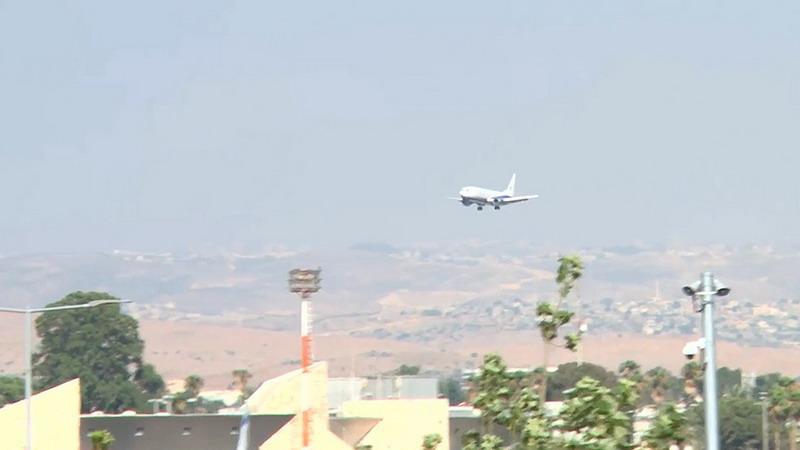 https: img-z.okeinfo.net content 2019 07 02 18 2073530 terbang-dengan-ban-yang-hancur-pesawat-berisi-152-penumpang-sukses-mendarat-di-bandara-israel-vVQ0olMZV7.jpg