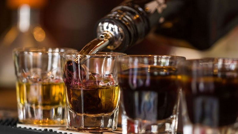 https: img-z.okeinfo.net content 2019 07 02 298 2073846 jadi-gaya-hidup-ini-jenis-alkohol-paling-diminati-milenial-w9eJs9Jpy1.jpg