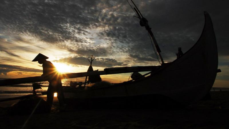 https: img-z.okeinfo.net content 2019 07 02 340 2073840 nelayan-resah-dengan-kapal-isap-produksi-di-pantai-rebo-p5UV40hktP.jpg