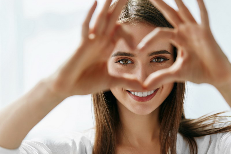 Gejala yang timbul dapat berupa penurunan penglihatan mendadak ataupun penurunan penglihatan yang terjadi secara perlahan.