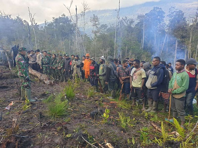 https: img-z.okeinfo.net content 2019 07 03 340 2074270 warga-setempat-bantu-aparat-cari-helikopter-yang-hilang-kontak-di-papua-mIz26TfLN4.jpg