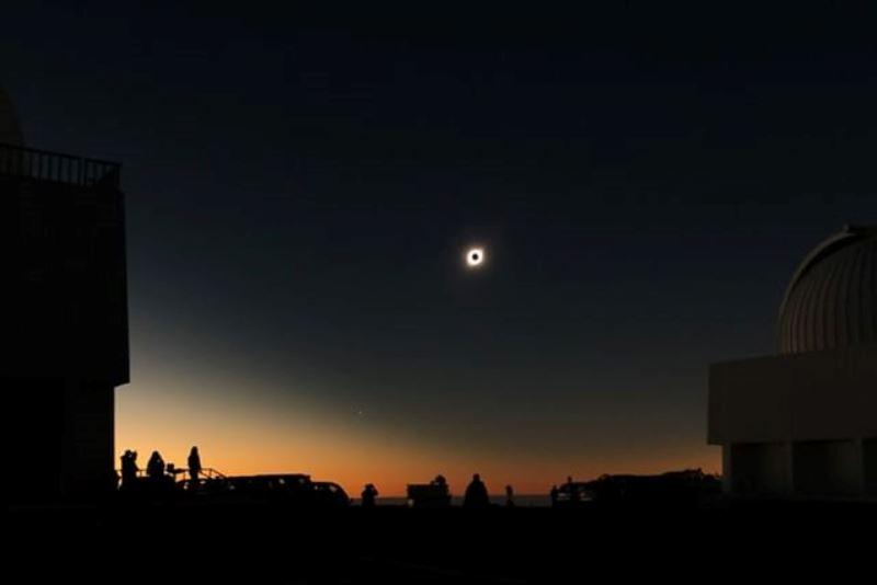https: img-z.okeinfo.net content 2019 07 03 56 2074201 nasa-ungkap-foto-penampakan-gerhana-matahari-total-vpwvPSUEry.jpg