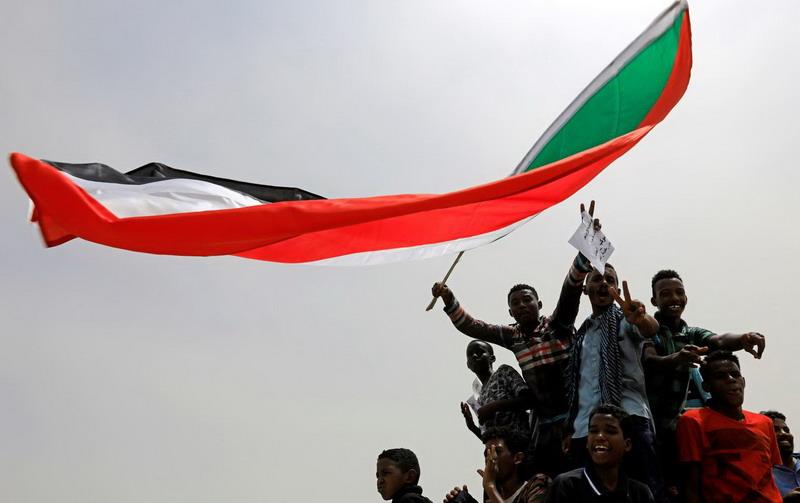 https: img-z.okeinfo.net content 2019 07 05 18 2075217 dewan-militer-sudan-dan-pihak-oposisi-capai-kesepakatan-pembagian-kekuasaan-RibKuMOL13.jpg