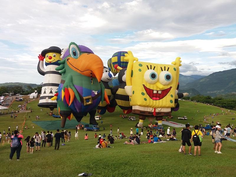 https: img-z.okeinfo.net content 2019 07 05 406 2075027 uniknya-bentuk-balon-udara-di-taiwan-international-balloon-festival-G5ZcuNy8ES.jpg