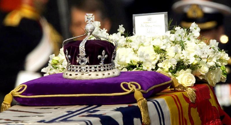 https: img-z.okeinfo.net content 2019 07 08 18 2076016 penjaga-mahkota-kerajaan-inggris-kedapatan-nonton-video-porno-saat-bertugas-IObFNo5GXR.jpg