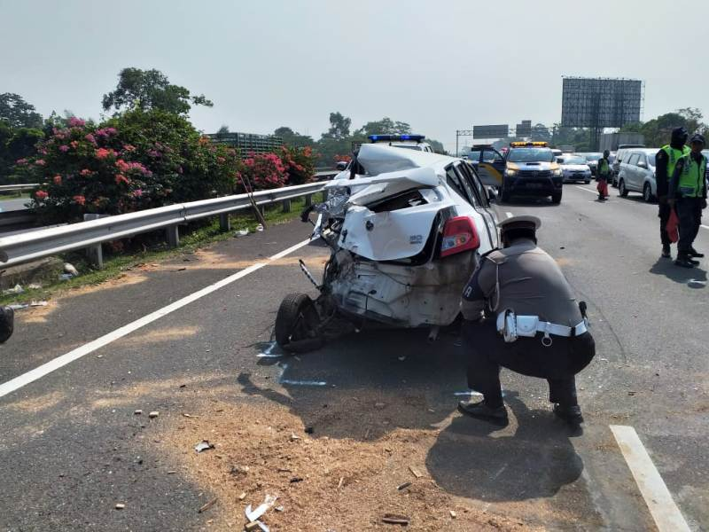https: img-z.okeinfo.net content 2019 07 08 338 2076109 kecelakaan-beruntun-di-tol-jagorawi-bocah-6-tahun-tewas-BNcFK3YC0a.jpg