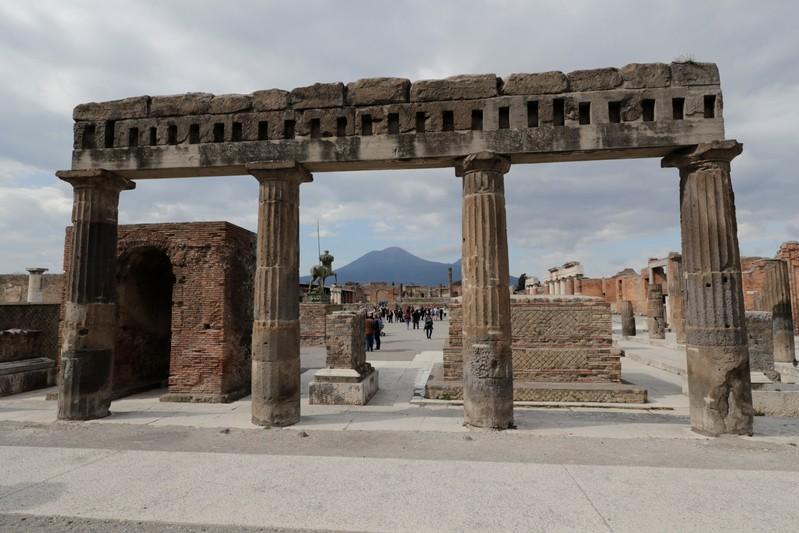 https: img-z.okeinfo.net content 2019 07 09 18 2076610 sedikitnya-10-bom-masa-perang-dunia-ii-diklaim-terkubur-di-puing-pompeii-LJrXRZPsej.jpg