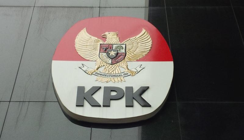 https: img-z.okeinfo.net content 2019 07 09 340 2076528 kpk-geledah-kantor-bupati-dan-dinas-pu-solok-selatan-KdrFsaJsaW.jpg