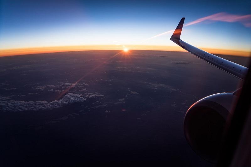 https: img-z.okeinfo.net content 2019 07 09 406 2076761 harga-tiket-pesawat-bakal-turun-siapa-yang-paling-bahagia-6JxqHNIsg7.jpg