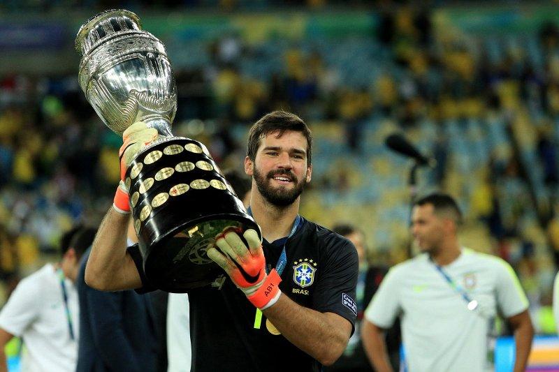 https: img-z.okeinfo.net content 2019 07 09 51 2076692 klopp-langsung-kirim-pesan-ke-firmino-dan-alisson-usai-bantu-brasil-juarai-copa-america-PJ3VIrccwf.jpg