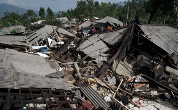 https: img-z.okeinfo.net content 2019 07 10 337 2077014 bnpb-akan-ekspedisi-584-desa-rawan-gempa-dan-tsunami-di-selatan-jawa-H8HJBbtsvW.jpeg