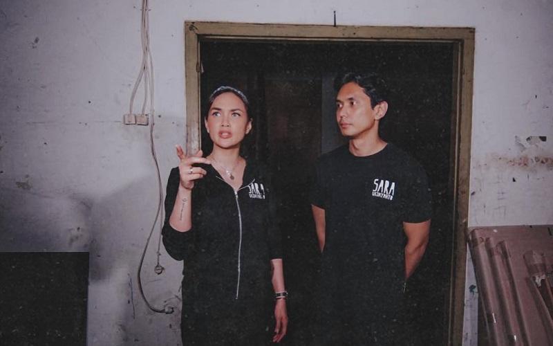 https: img-z.okeinfo.net content 2019 07 11 194 2077607 5-potret-sara-wijayanto-yang-terkesan-horor-dengan-outfit-serba-hitam-20jJdK5lUx.jpg