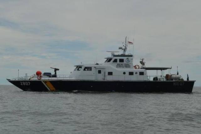https: img-z.okeinfo.net content 2019 07 11 340 2077420 petugas-kkp-tertibkan-rumpon-ilegal-diduga-milik-nelayan-malaysia-3kOrAdExcq.jpg