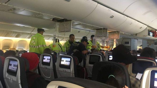 https: img-z.okeinfo.net content 2019 07 12 18 2078025 dihantam-turbulensi-kuat-pesawat-air-canada-mendarat-darurat-di-hawaii-35-orang-terluka-Et4mW9n9xt.jpg