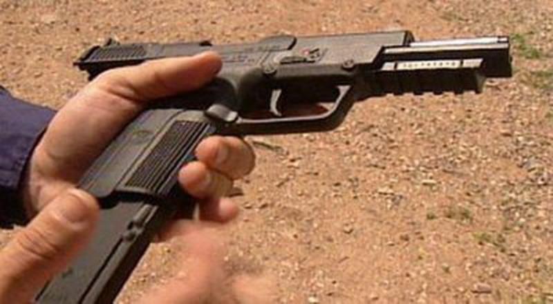 https: img-z.okeinfo.net content 2019 07 12 18 2078153 pria-di-india-ajarkan-bocah-3-tahun-mengisi-peluru-pistol-dalam-sebuah-video-viral-41f7kbvrra.jpg