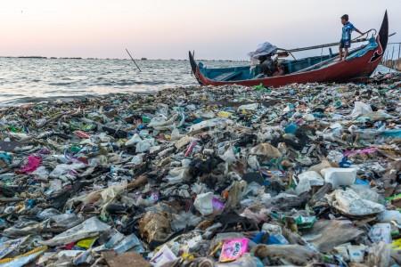 https: img-z.okeinfo.net content 2019 07 12 337 2078221 masalah-sampah-plastik-di-indonesia-apa-yang-harus-dilakukan-milenial-PVM9STw4wc.jpg