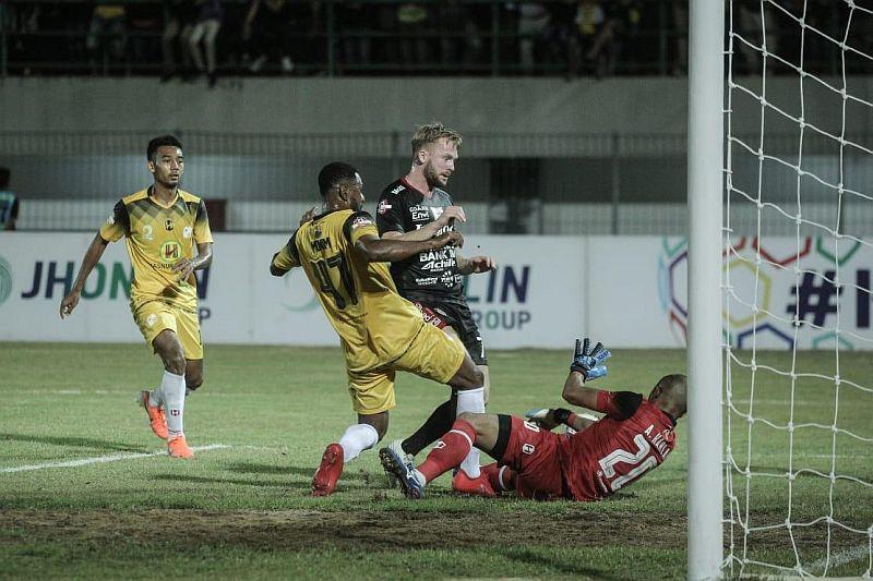 https: img-z.okeinfo.net content 2019 07 14 49 2078776 barito-beri-bali-united-kekalahan-pertama-di-liga-1-2019-SQHxhOJ8D9.jpg