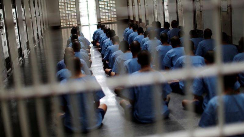 https: img-z.okeinfo.net content 2019 07 15 320 2079117 cerita-tentang-sekaleng-ikan-jadi-mata-uang-bagi-penghuni-penjara-LurkCBTp9Y.jpg