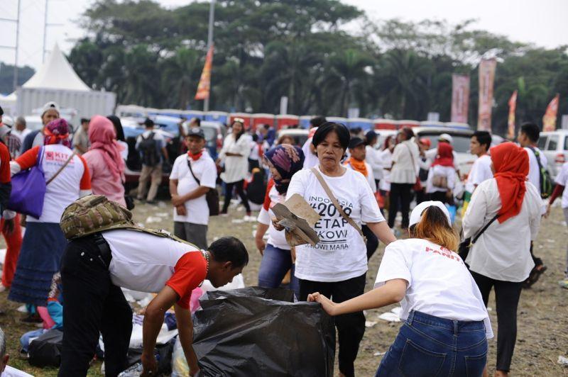 https: img-z.okeinfo.net content 2019 07 15 337 2079162 melihat-aksi-pasukan-semut-di-acara-visi-indonesia-jokowi-e2evgwvEcb.jpg