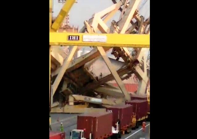 https: img-z.okeinfo.net content 2019 07 15 512 2079319 sopir-truk-terluka-akibat-tertimpa-puing-crane-di-pelabuhan-semarang-gynizEeN5O.jpg