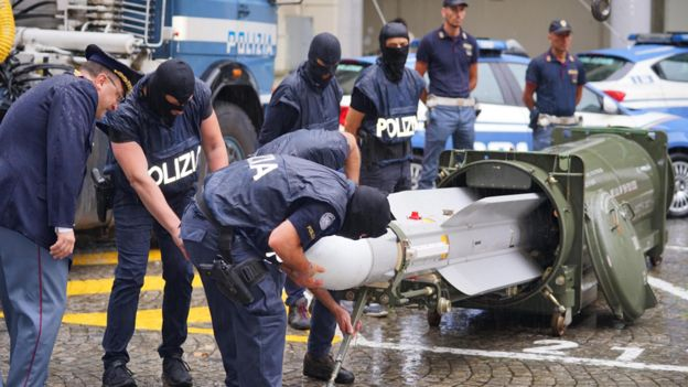 https: img-z.okeinfo.net content 2019 07 16 18 2079487 gerebek-kelompok-neo-nazi-polisi-italia-temukan-senjata-dan-rudal-canggih-iKiB1yWUJK.jpg