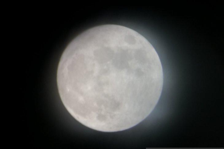 https: img-z.okeinfo.net content 2019 07 16 338 2079841 planetarium-sediakan-13-teleskop-pantau-gerhana-bulan-gratis-bagi-masyarakat-EyM6BRk6N6.jpg