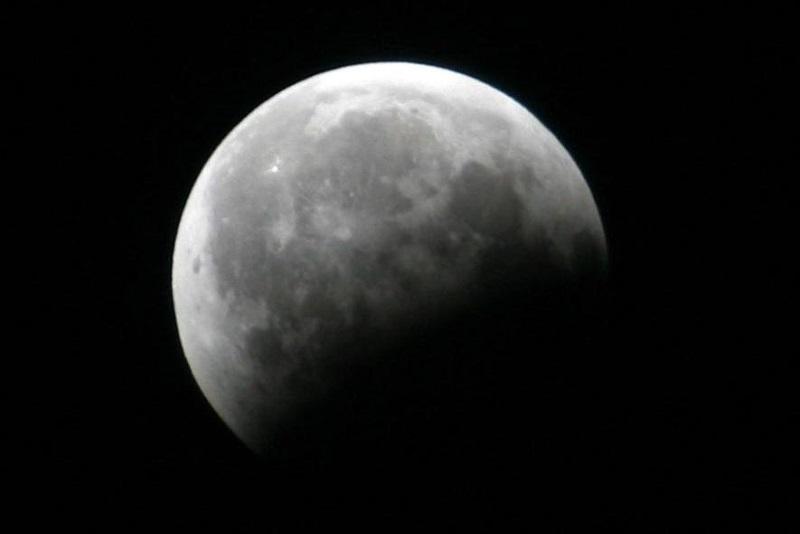 https: img-z.okeinfo.net content 2019 07 16 406 2079456 jangan-terlewatkan-besok-ada-gerhana-bulan-sebagian-LX1pDcjdnk.jpg