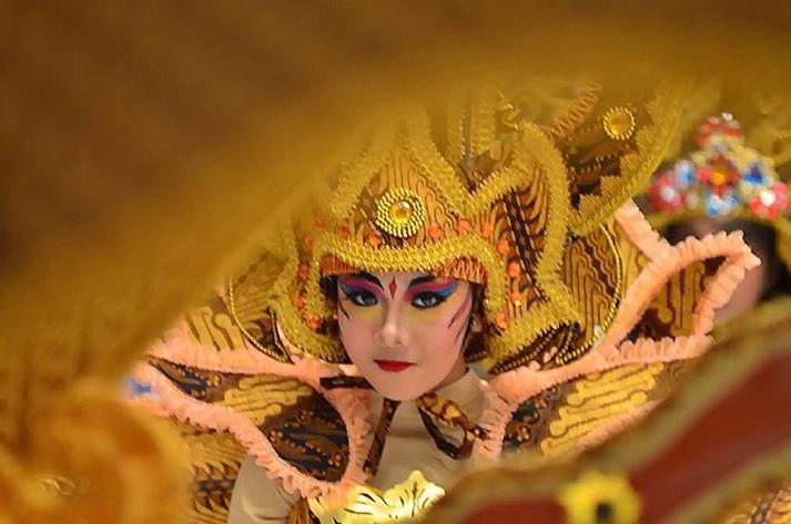 https: img-z.okeinfo.net content 2019 07 16 406 2079561 11-negara-bakal-usung-ciri-khas-tradisional-di-solo-batik-carnival-2019-26HwNX5H7T.jpg