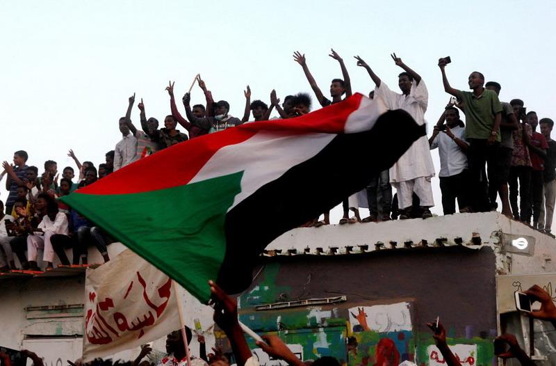 https: img-z.okeinfo.net content 2019 07 17 18 2080170 militer-dan-pihak-oposisi-sudan-tandatangani-kesepakatan-pembagian-kekuasaan-zaxT7sEJ4g.jpg