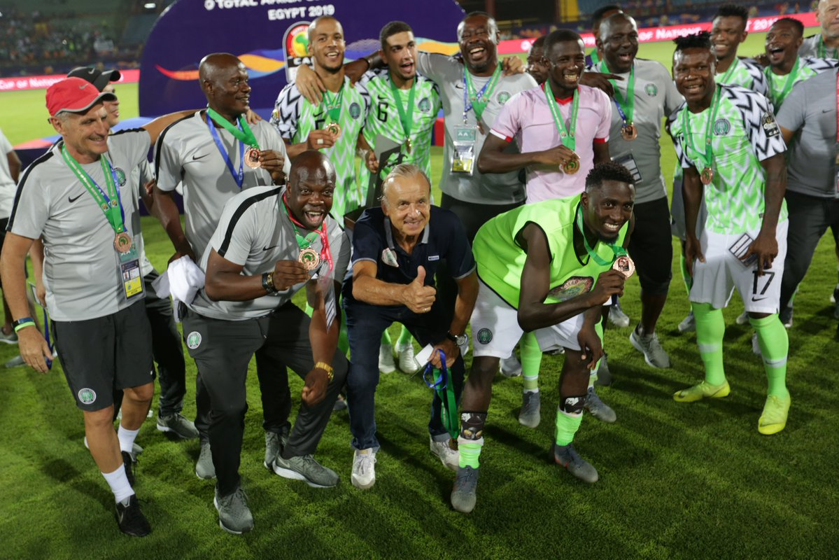 https: img-z.okeinfo.net content 2019 07 18 51 2080436 gagal-juara-pelatih-timnas-nigeria-tetap-puas-juara-3-di-piala-afrika-2019-q8wCSyprfO.jpg
