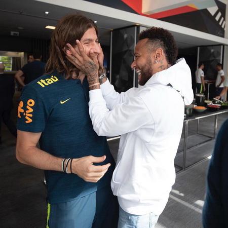 https: img-z.okeinfo.net content 2019 07 18 51 2080614 jika-gabung-neymar-pemain-ke-25-brasil-yang-bela-juventus-ccUu4x3wrj.jpg