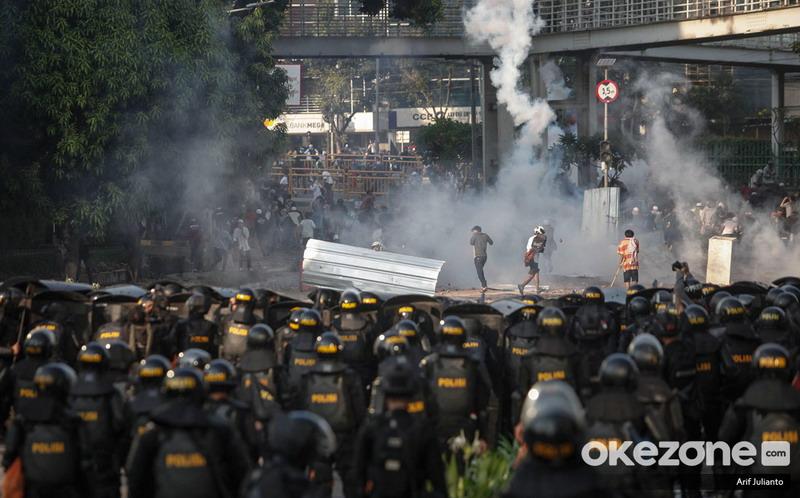https: img-z.okeinfo.net content 2019 07 19 337 2080957 polisi-limpahkan-berkas-perkara-ratusan-kerusuhan-bawaslu-ke-kejati-dki-ABX26CnTGW.jpg