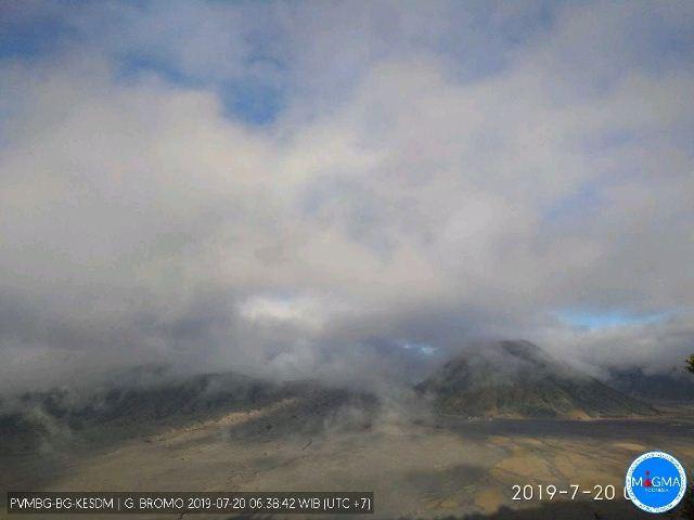 https: img-z.okeinfo.net content 2019 07 20 519 2081328 pascaerupsi-cuaca-di-gunung-bromo-berawan-dan-mendung-v0iEoPmJht.jpg