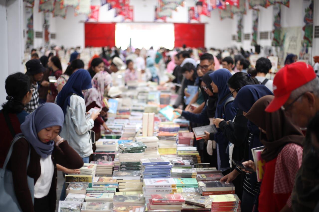 https: img-z.okeinfo.net content 2019 07 21 406 2081571 festival-kecil-literasi-dan-pasar-buku-keliling-siap-meriahkan-malang-N2yviSQObg.jpg