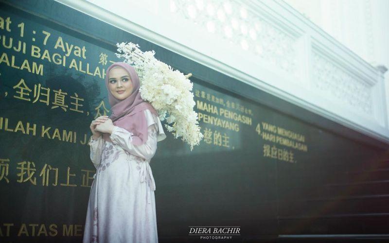 https: img-z.okeinfo.net content 2019 07 23 33 2082534 prewedding-dengan-baju-muslim-aura-cut-meyriska-dan-roger-danuarta-terpancar-VgU8HI1MA8.jpg