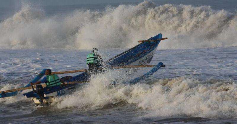 https: img-z.okeinfo.net content 2019 07 23 337 2082617 bmkg-waspadai-potensi-gelombang-laut-hingga-6-meter-selama-3-hari-ke-depan-asv843yfSG.jpg