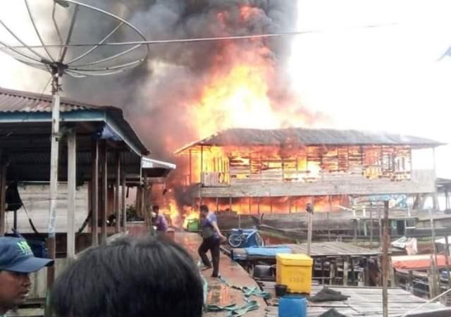 https: img-z.okeinfo.net content 2019 07 23 340 2082539 belasan-rumah-di-kawasan-permukiman-nelayan-ludes-terbakar-Uqjz13dnXG.jpg