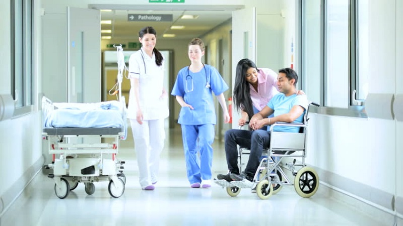 https: img-z.okeinfo.net content 2019 07 23 481 2082761 menkes-nila-minta-benahi-pelayanan-rumah-sakit-di-era-digital-bybqjpWrKR.jpg