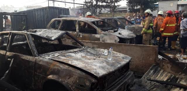 https: img-z.okeinfo.net content 2019 07 24 338 2082831 kebakaran-melanda-sejumlah-mobil-di-parkiran-kawasan-pademangan-uUW0qwh8iY.jpg
