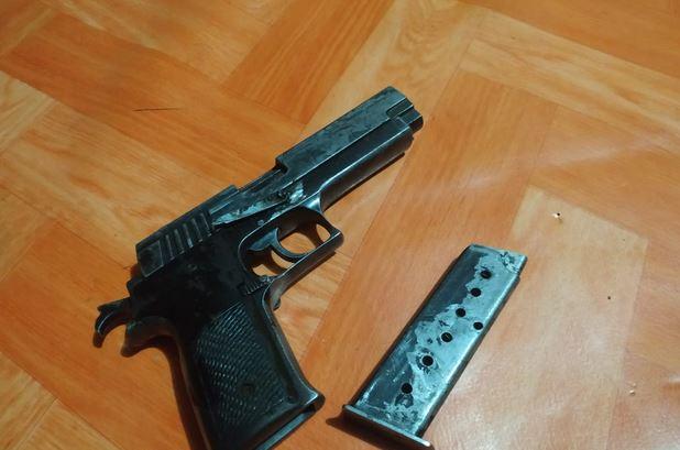 https: img-z.okeinfo.net content 2019 07 24 340 2082823 kontak-tembak-pecah-di-nduga-tni-sita-pistol-dan-ratusan-amunisi-kelompok-separatis-v594xIEN0n.JPG