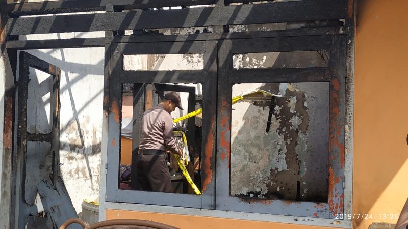 https: img-z.okeinfo.net content 2019 07 24 519 2083060 ini-yang-ditemukan-polisi-di-lokasi-kebakaran-rumah-tewaskan-4-kakak-beradik-bWgabMA5eI.jpg