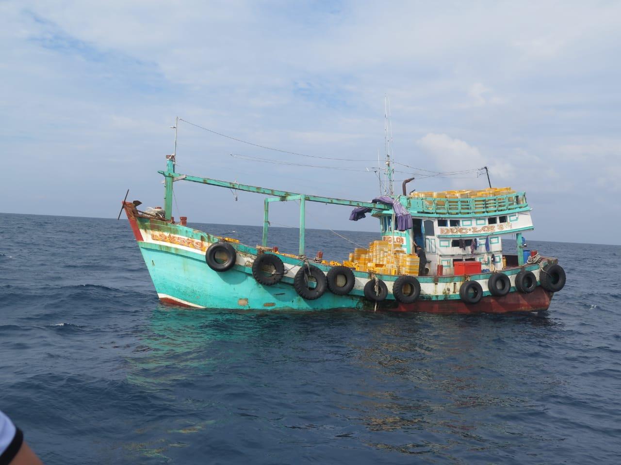 https: img-z.okeinfo.net content 2019 07 28 320 2084615 ri-kembali-tangkap-6-kapal-ilegal-dari-vietnam-dan-filipina-wcaTBlhcIc.jpg
