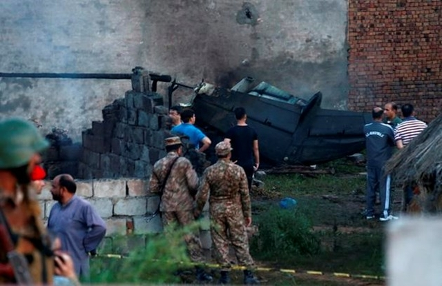 https: img-z.okeinfo.net content 2019 07 30 18 2085298 pesawat-militer-pakistan-jatuh-17-orang-tewas-HZogpTZZw5.jpg