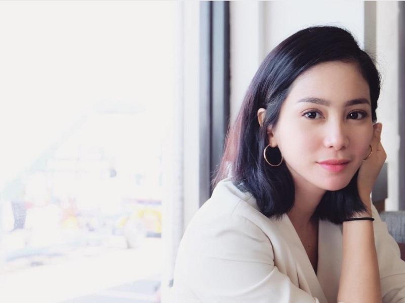 https: img-z.okeinfo.net content 2019 07 30 33 2085587 perbedaan-usia-dan-suami-dicibir-bunga-zainal-siap-polisikan-netizen-DJoSyESpDg.jpg
