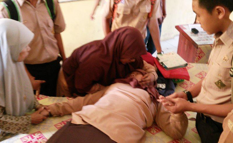 https: img-z.okeinfo.net content 2019 08 01 612 2086381 7-kasus-kesurupan-massal-di-indonesia-korbannya-kebanyakan-perempuan-fTKCpR4Ae0.jpg