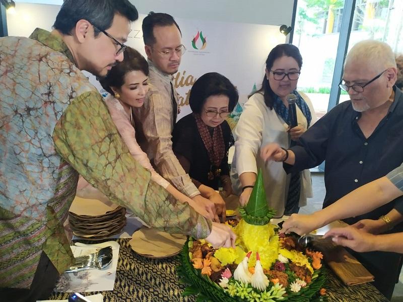 https: img-z.okeinfo.net content 2019 08 02 12 2087001 lestarikan-kuliner-nusantara-indonesia-gastronomy-association-beri-penghargaan-ke-retno-marsudi-VPUNF1hvGP.jpg