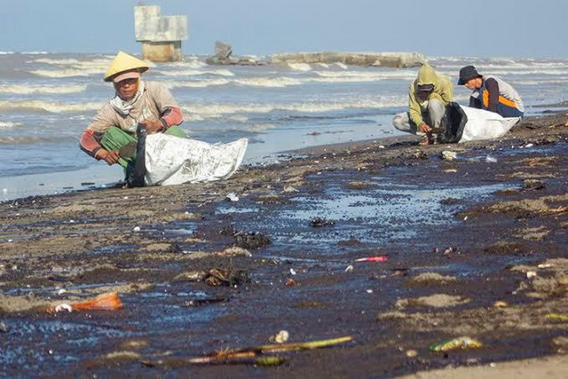 https: img-z.okeinfo.net content 2019 08 04 338 2087370 terdampak-limbah-pertamina-tangkapan-nelayan-dan-petambak-turun-drastis-jwodyEqMYz.jpg