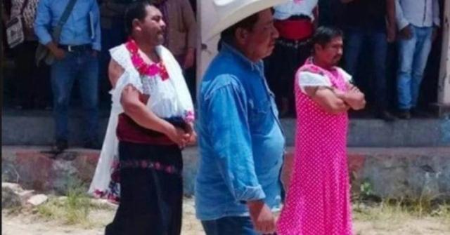 https: img-z.okeinfo.net content 2019 08 06 18 2088618 gagal-menepati-janji-kampanye-wali-kota-di-meksiko-diarak-kenakan-pakaian-wanita-ZYwbW2IWHq.jpg