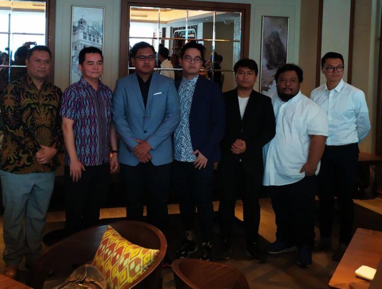 https: img-z.okeinfo.net content 2019 08 06 326 2088665 jeremy-yulianto-dan-afrindo-valentino-ditunjuk-sebagai-pelatih-timnas-mobile-legends-indonesia-HnxbdU0mU9.jpg