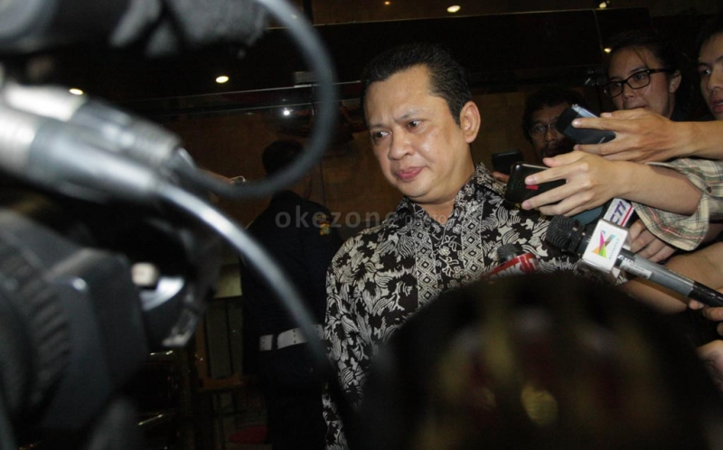 https: img-z.okeinfo.net content 2019 08 06 337 2088608 ketua-dpr-mbah-moen-sosok-yang-meluruskan-ajaran-islam-di-indonesia-XmG09wjvpO.jpg